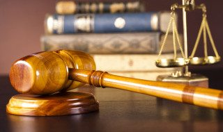 photodune-4385116-legal-gavel-on-a-law-book--s