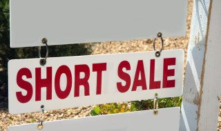 How Do Short Sales Affect My Credit Scores?